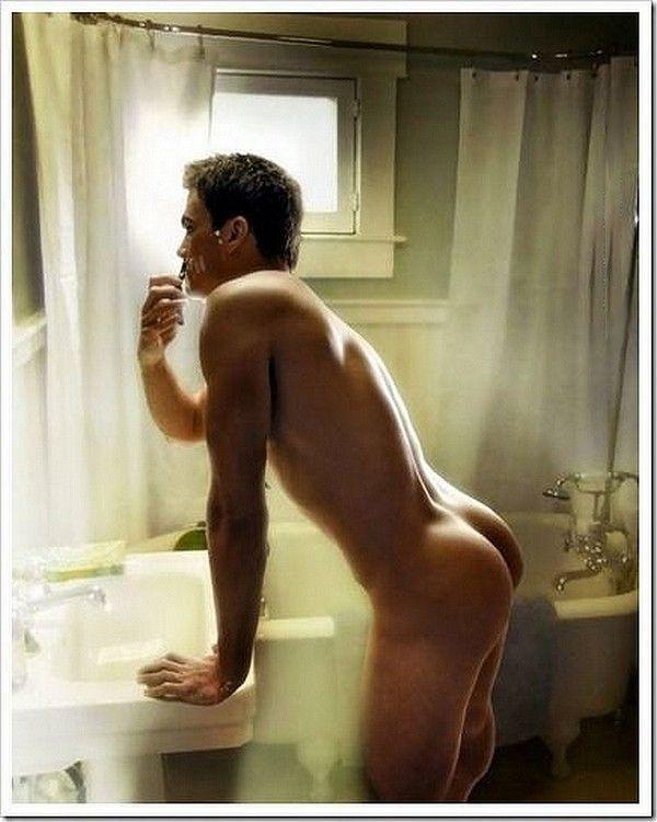 Фото голого мужчины в ванной